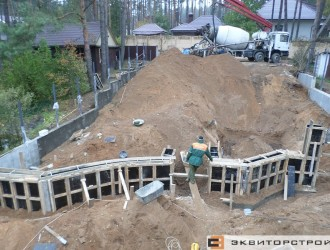 Строительство ограждения и подпорных стен на объекте в Криничном