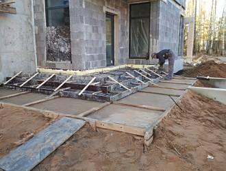 Устройство бетонного навеса и ступенек на объекте в пос. Колодищи